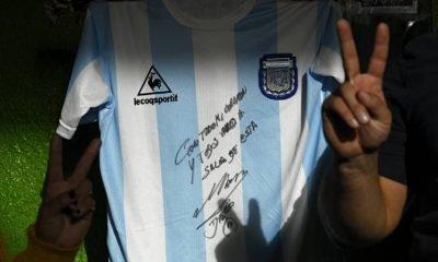 Maradona signs shirt to help Buenos Aires poor